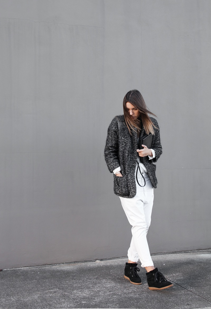 modern legacy blog street style off duty Isabel Marant cocoon coat wedge suede sneakers Bassike slouch Alexander Wang Prisma envelope clutch monochrome black white blogger balayage hair oversized minimalist ii (5 of 5)