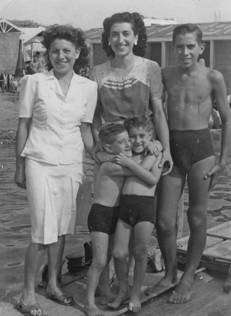 Lovely 40s Family Portrait Vintage Ladies Flickr