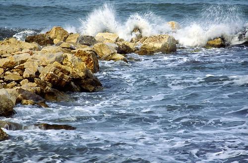 winter sea water rocks waves splash