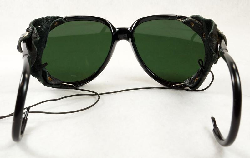 RD14855 Vintage 70s 80s Aviator Ski Motorcycle Sunglasses Black with Leather Side Shield Nylon Frame Japan DSC06473