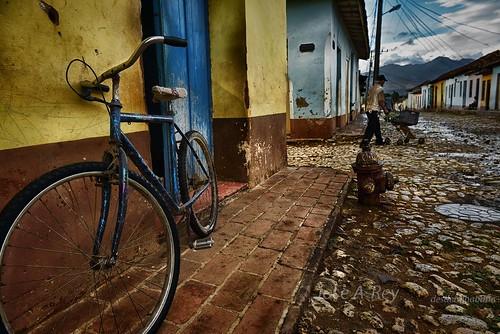 Trinidad en bici. by Rey Cuba