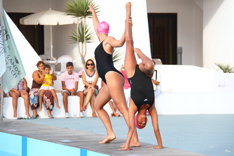 Exhibition of synchronized swimming from CanariaSincro at Sands Beach