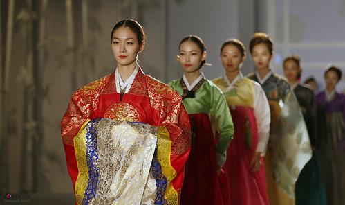 Korea_Hanbok-AoDai_FashionShow_31