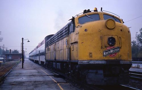 illinois geneva trains scoot rta cnw chicagonorthwestern e8a