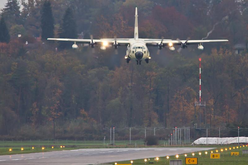 طائرات النقل العاملة بالقوات المسلحة المغربية 10558276616_f06e244063_o