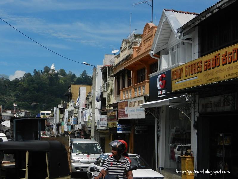 Трафик на улицах Канди