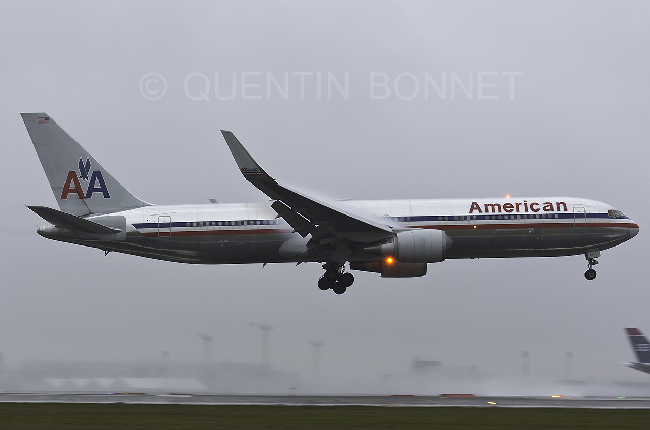 American Airlines Boeing 767-323(ER)(WL) N394AN