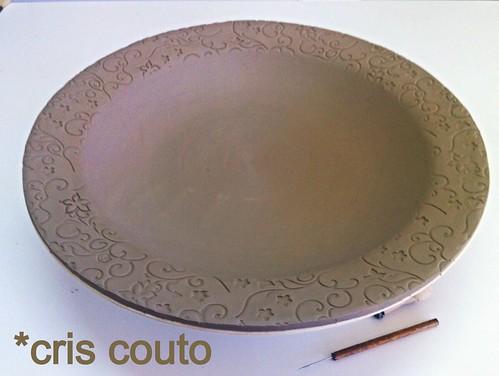 Prato em porcelana com borda trabalhada by cris couto 73