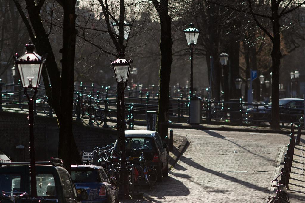 Улица в Амстердаме вдоль канала
