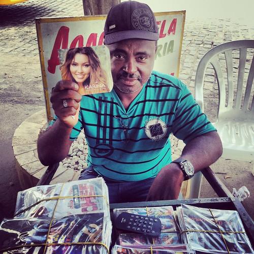 Karina - Sucesso no Carrinho de Som de Santiago Cd´s (Bahia-Brasil)