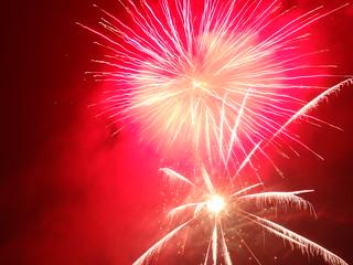Ein kühnes Stürmen purpurt das Feuerwerk 1119