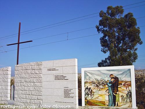 Monumento em Memória do Acidente de Alcafache - Moimenta do Dão - Portugal