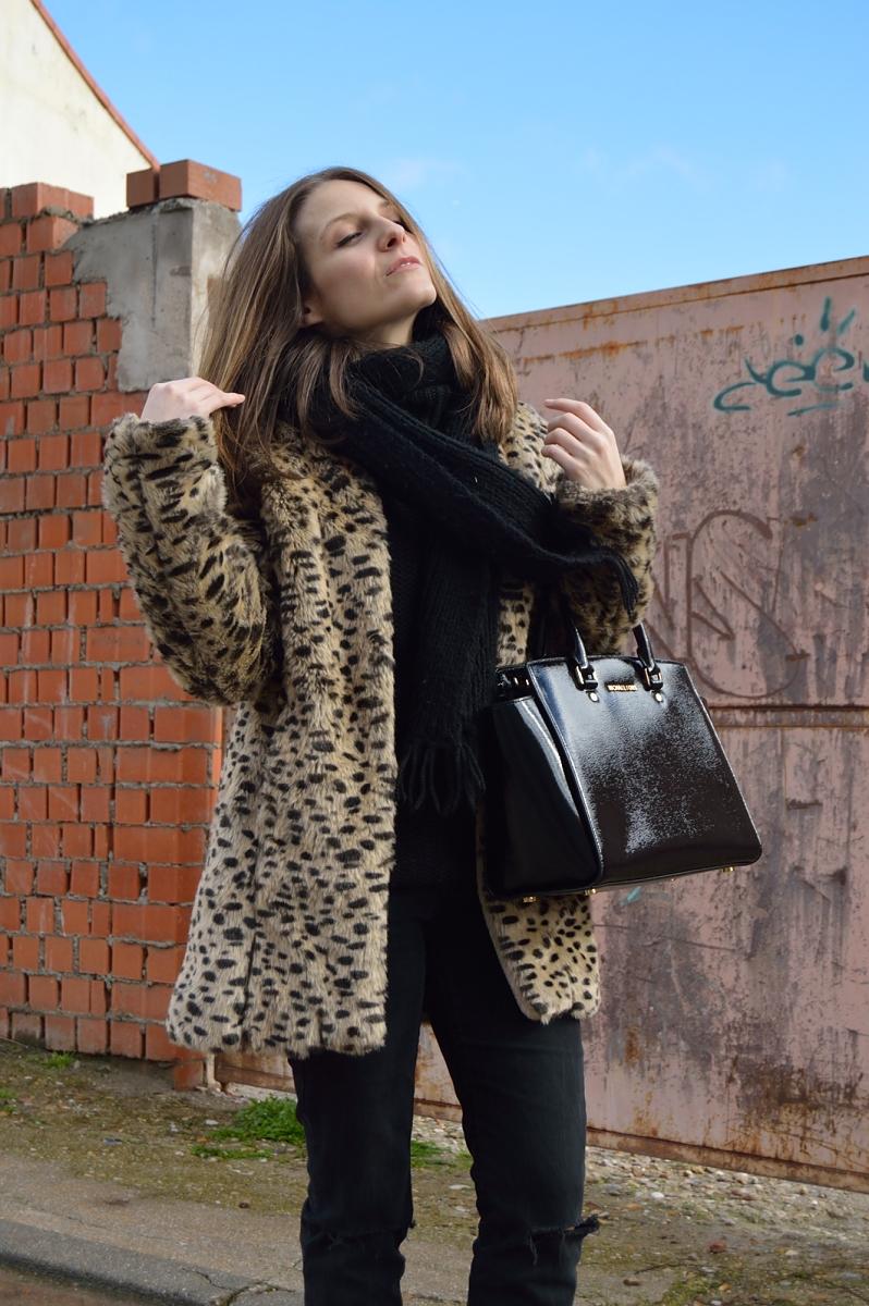 lara-vazquez-madlula-blog-leopard-faux-fur-coat-total-black-outfit