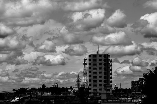 嵐の前の空