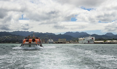 A Fassmer life/tender boat from the Military Sealift Command hospital ship USNS Mercy (T-AH 19) heads toward the scene of a mock medical emergency during RIMPAC emergency disaster training. (U.S. Navy/MC3 Justin W. Galvin)