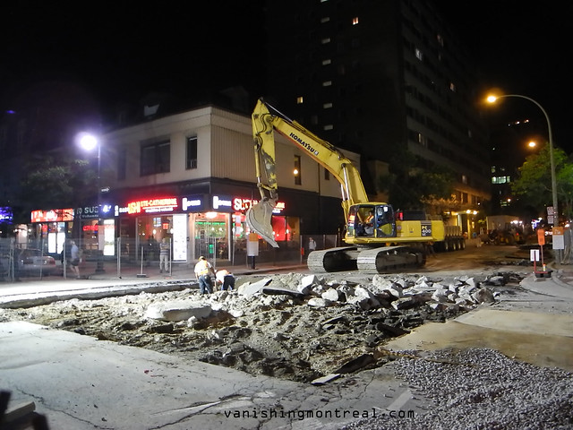 Street construction at night Ste-Catherine St-Mathieu 1