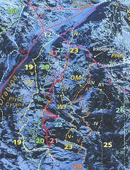 Droga Piknik VI- (nr 21) i Kuchar V+ (nr 23).  Czerwonym kolorem zaznaczono faktyczne przejście.
