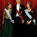 S.M la Reina Sofia de España y los Principes Felipe y Letizia.