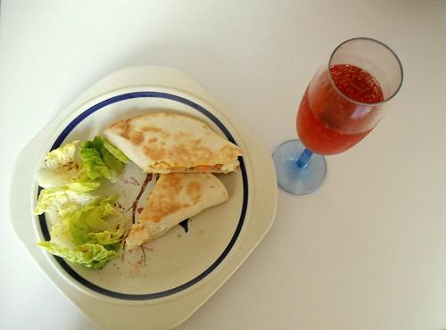 burritos de salmón y queso fresco