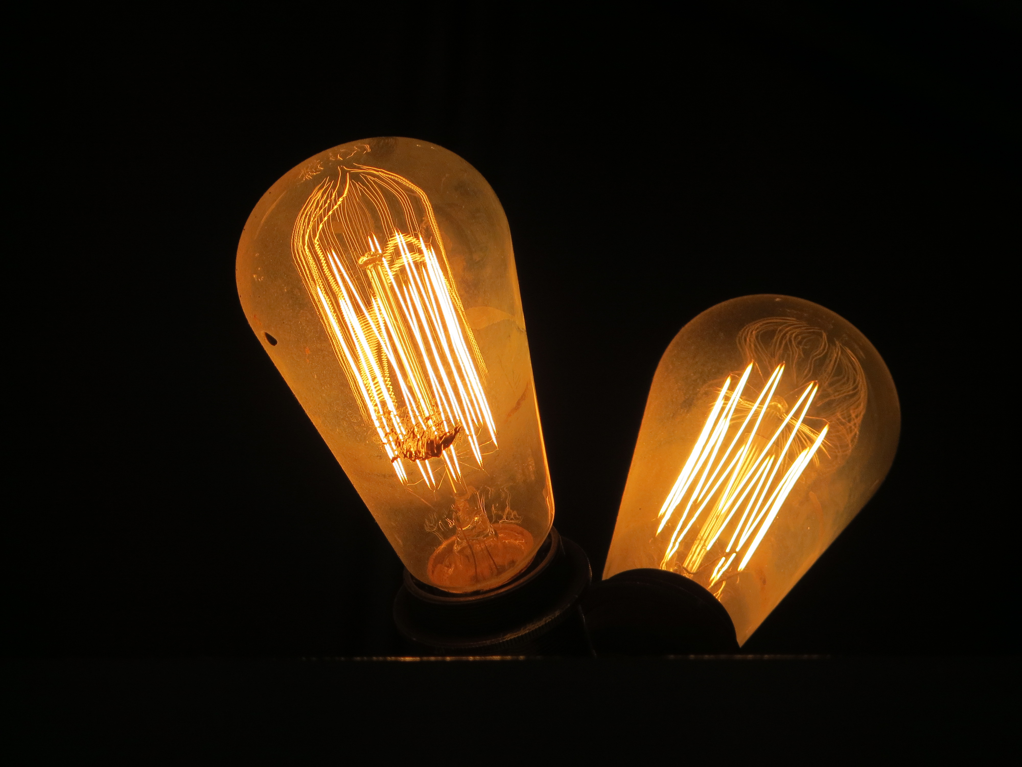 crowbar light bulbs details of the old fashioned incandesc. Black Bedroom Furniture Sets. Home Design Ideas