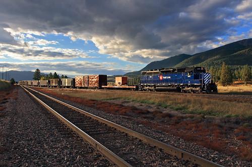 railroad clouds train evening lowlight montana mt mrl glint emd thompsonfalls worktrain montanaraillink woodlin sdp40 no290 mrl'sfourthsubdivision thompsonriverlumberlead