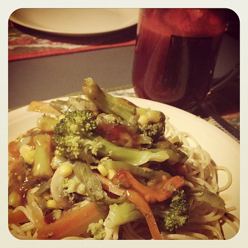 "Yummy Vegetarian Stir-fry my @heuningmeester made for supper and some ""earth juice"" www.therabbitandtherobin.co.za {follow me @robindeel on Instagram} Official @rabbitandrobin  #vegan #vegetarian #food #foodie #supper #stirfry #juicing #earthjuice"