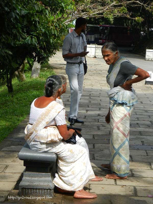 На улицах Канди, жители Шри Ланки