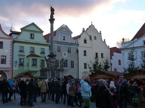 Foto del mercado de la plaza de Cesky Krumlov (Bohemia del Sur, República Checa)