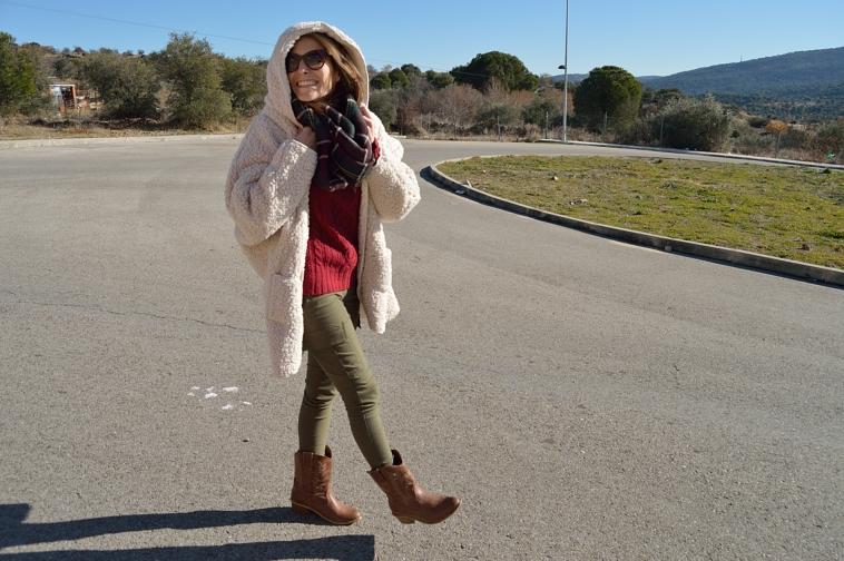 lara-vazquez-madlula-fashion-blogger-burgundy-green-outfit-burdeos-verde-look-abrigo-obeja