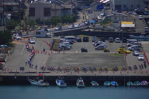 漁港を走る集団