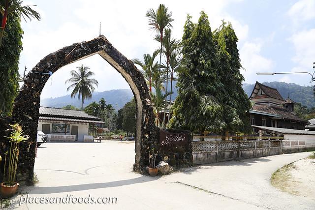 Taloh-manoh Mosque entrance