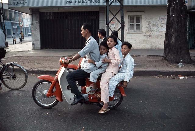 Family Outing in Saigon 1966-67 - Photo by Rick Parker - Đường Hiền Vương. Cửa tiệm AN-PHA số 204 Hai Bà Trưng nơi góc ngã tư Hai Bà Trưng-Hiền Vương