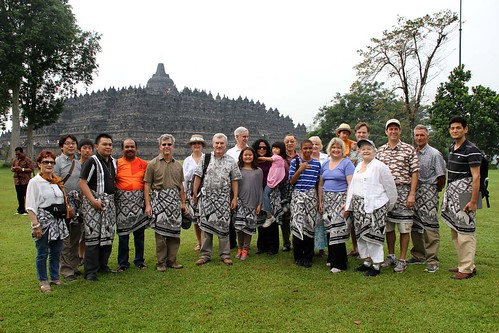 large group in front of Borobudur