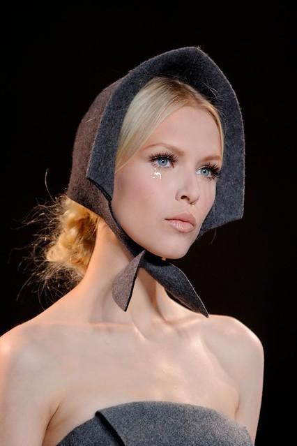 ulyana-sergeenko-details-haute-couture-autumn-2013----pfw1
