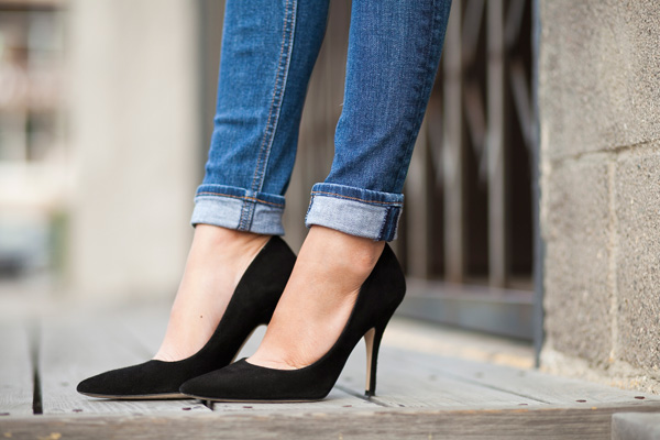 kate spade black suede licorice pumps