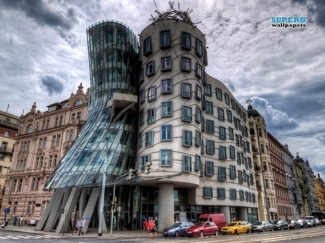 the-dancing-house-prague-12114-800x600