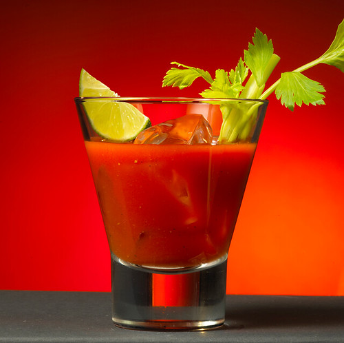 Bloody Mary: Cocktail con Vodka y Salsas Picantes