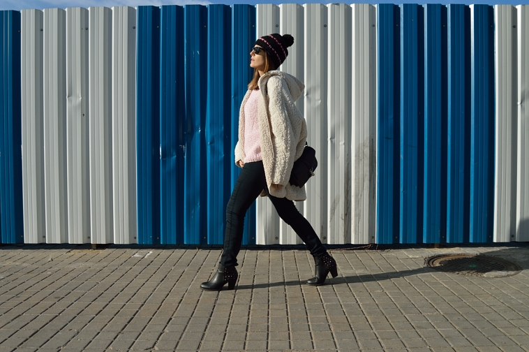 lara-vazquez-madlula-blog-style-abrigo-borrego-pink-sweater