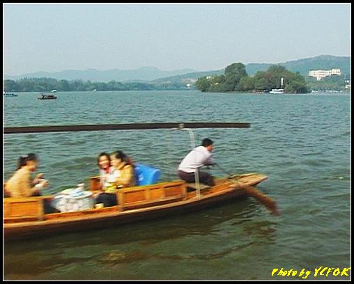 杭州 西湖 (其他景點) - 374 (西湖 湖上遊 往湖心亭 背景的小島是阮公墩)