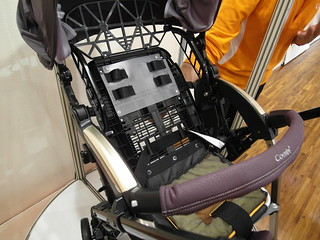 座椅後方的對流設計,可自由開關 @Combi御捷輪III手推車2014新品上市體驗會