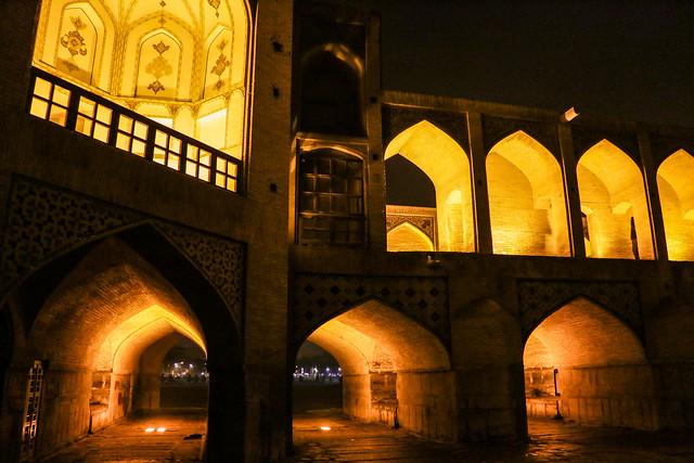Khaju bridge at night, Isfahan イスファハン、夜のハージュー橋