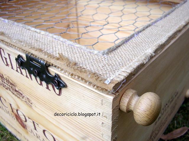 Decoriciclo mini armadietto da una cassetta di legno del vino