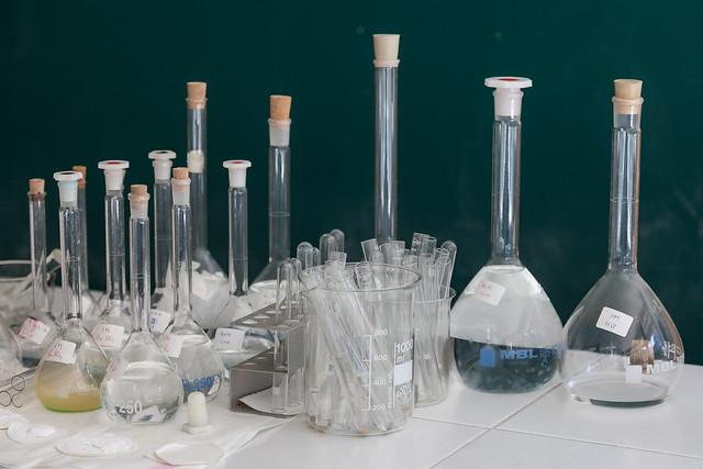 Laboratorio Física e química. IESMGB