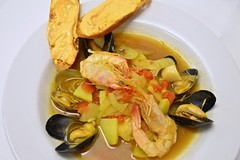 spaghetti alle vongole(0.0), fish(0.0), vegetarian food(0.0), produce(0.0), curry(1.0), clam(1.0), seafood(1.0), bouillabaisse(1.0), food(1.0), dish(1.0), cuisine(1.0), clams, oysters, mussels and scallops(1.0), mussel(1.0),