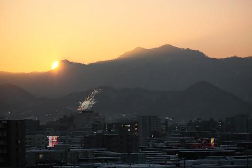 神威岳に沈む