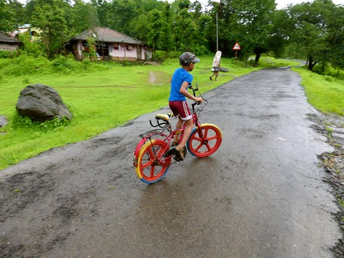 Kangorigad / Mangalgad Trek - Village kid cyclist
