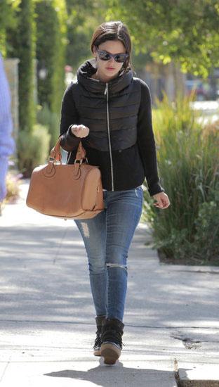 Rachel-Bilson-Walking-LA-1