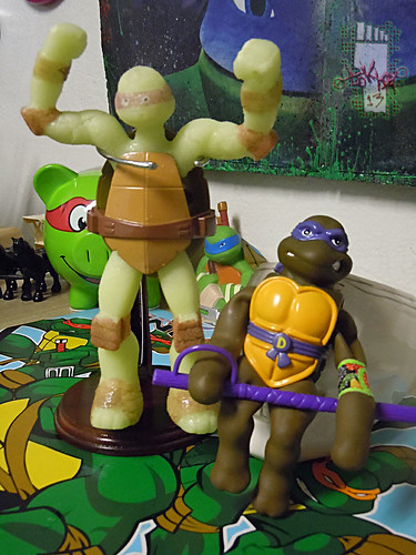 WICKED COOL TOYS :: Nickelodeon TEENAGE MUTANT NINJA TURTLES; 'WATER GROW TURTLES' - DONATELLO xvi // ..with 1996 STRETCH DONATELLO  (( 2013 ))