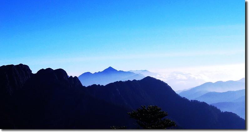 玉山西峰遠眺關山