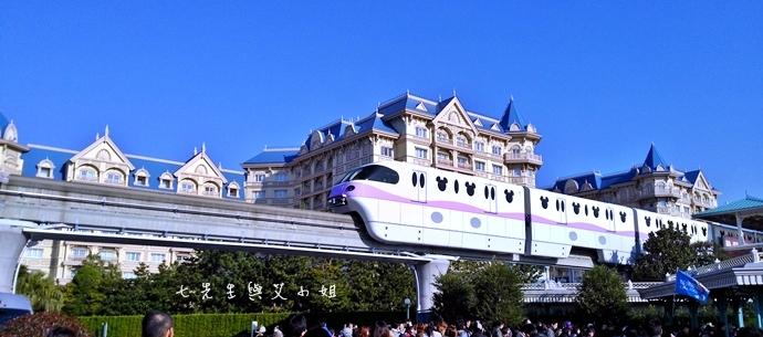 2 迪士尼聖誕村大遊行幸福在這裡夢之光大遊行